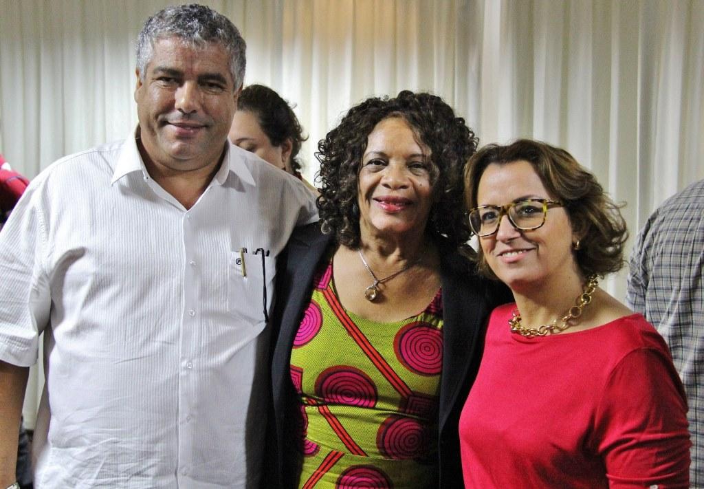 o presidente do Sindicato das Indústrias Químicas e Farmacêuticas do Estado do Paraná (Sinqfar) e do Instituto Adolpho Bauer (IAB), Francisco Sobrinho, a analista da Unidade de Políticas Públicas do Sebrae e gestora do Projeto Brasil Afroempreendedor (PBAE), Maria Ângela Machado, e a presidenta da Rede Brasil de Afroempreendedores (Reafro), Ruth Pinheiro