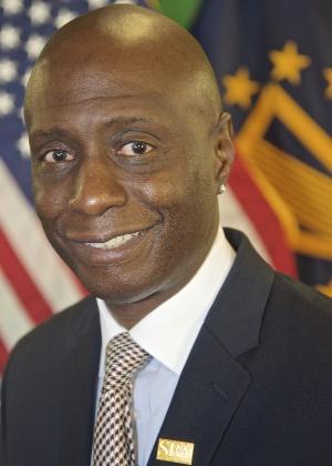 Eugene Cornelius Jr, do escritório de comércio internacional da SBA (Small Business Administration)